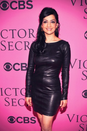 Archie_Panjabi_at_2012_Victorias_Secret_Fashion_Show